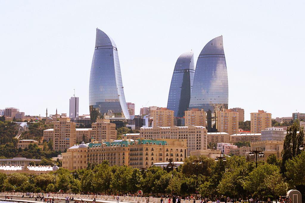Полум'яні вежі в Баку висотою 190, 160 та 140 метрів