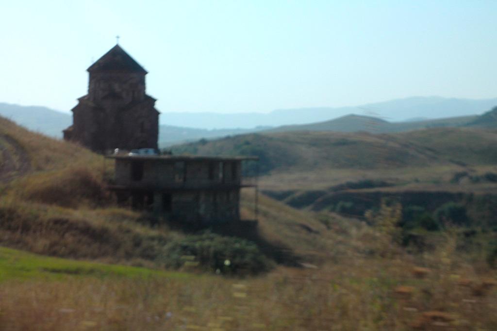 Вірменська церква Святої Богородиці в зоні збройного протистояння, недіюча
