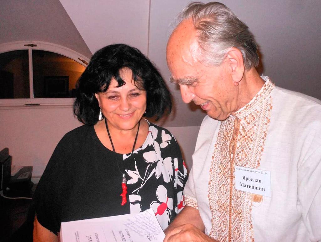 Тамара Сеніна (директор музею Ю. Словацького) і Ярослав Матвіїшин
