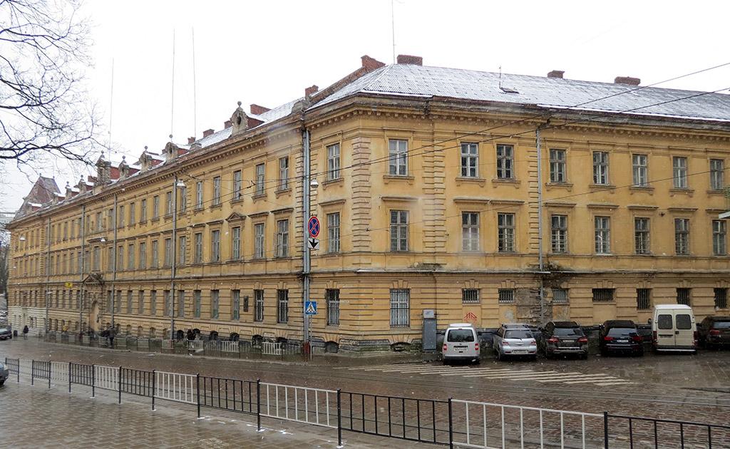 Фасад тюрми на Лонцького