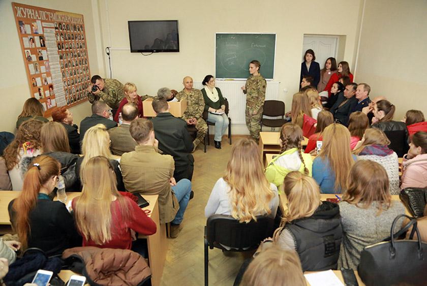 В аудиторії №303 на факультеті журналістики