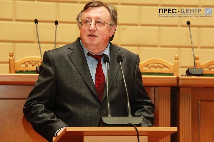 Михайло Зарічний презентує свою програму розвитку Університету.