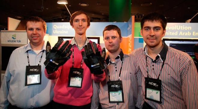 першотворці рукавички Enable Talk