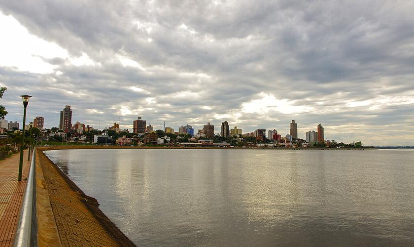 Посадас, столиця провінції Місьйонес. Набережна