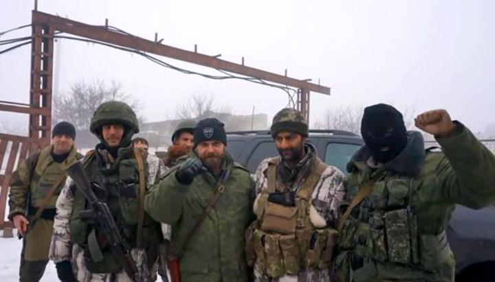 Бессера (другий праворуч) із проросійськими колабораціоністами