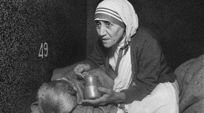 Мати Терезу в будинку для вмираючих