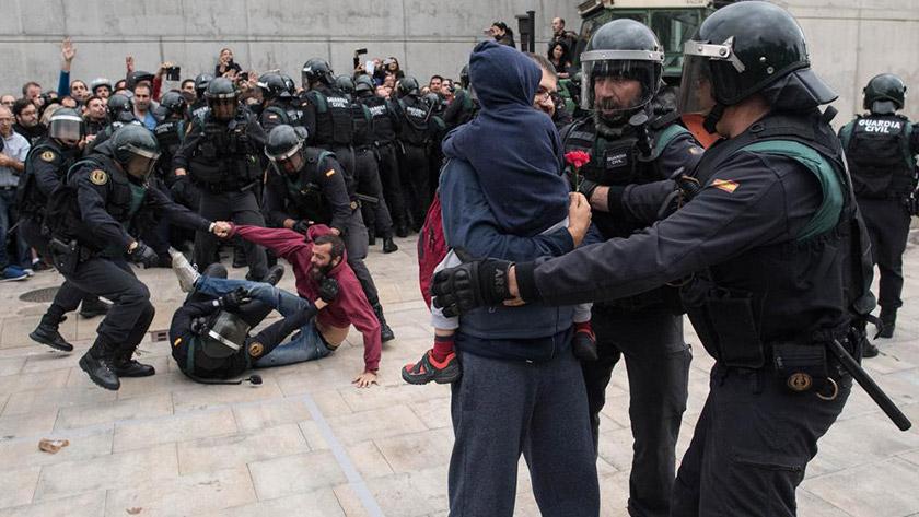 Поліція застосовує силу до учасників референдуму