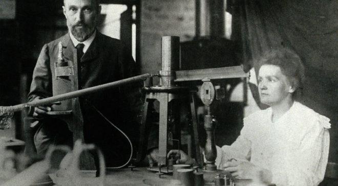 П'єр Кюрі та Марія Склодовська-Кюрі в лабораторії