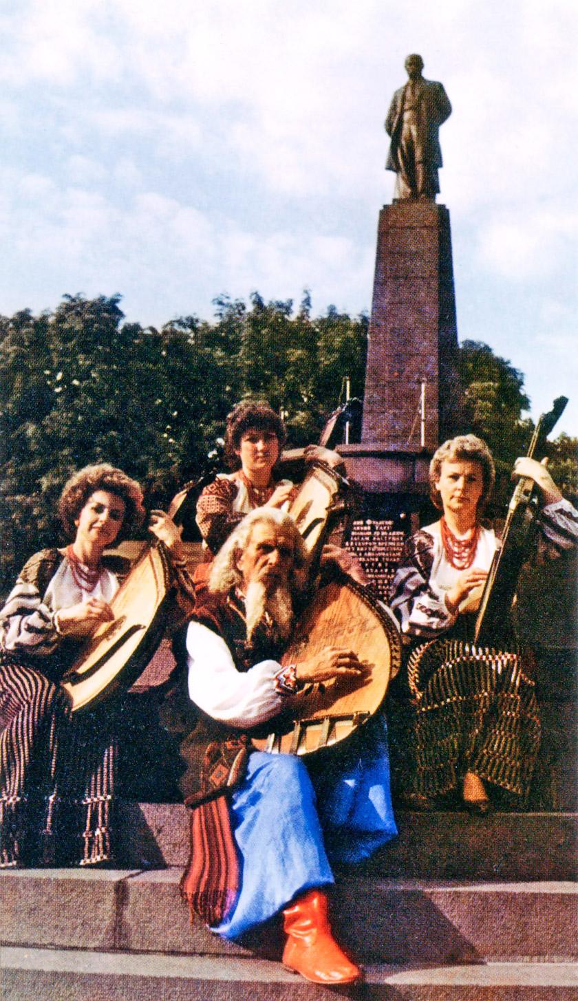 Тарас Чуприна і гурт «Червона калина»