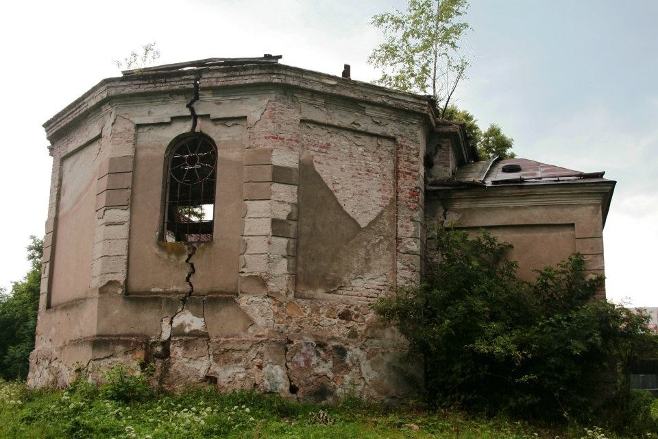 Зруйнована церка в селі Вуйковичі