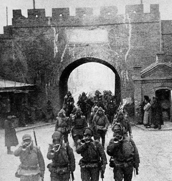 Японська армія вступає у Мукден