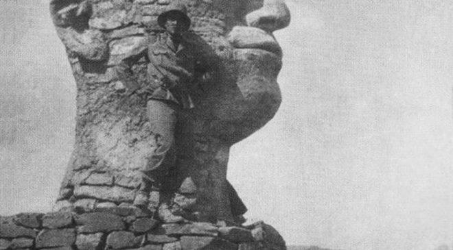 Статуя Муссоліні в Африці