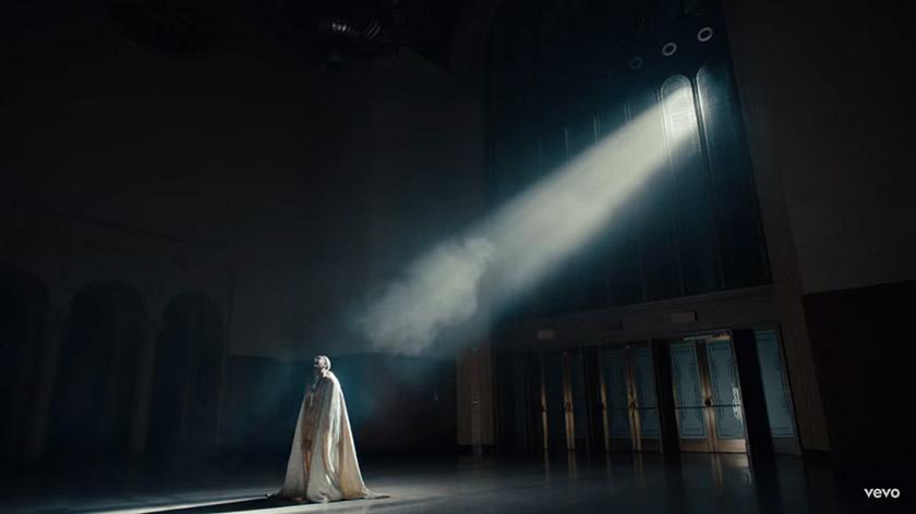 Кадр з кліпу «HUMBLE»