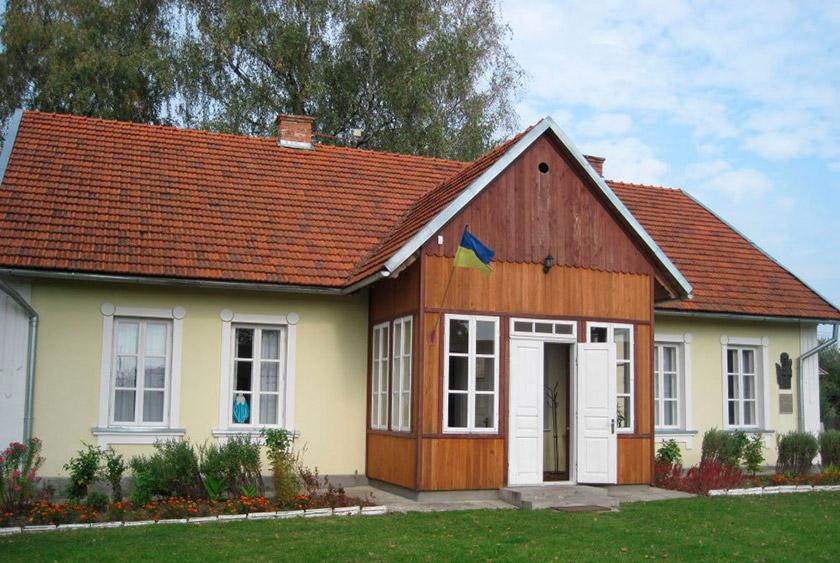 Музей-садиба Антоничів у с. Бортятин