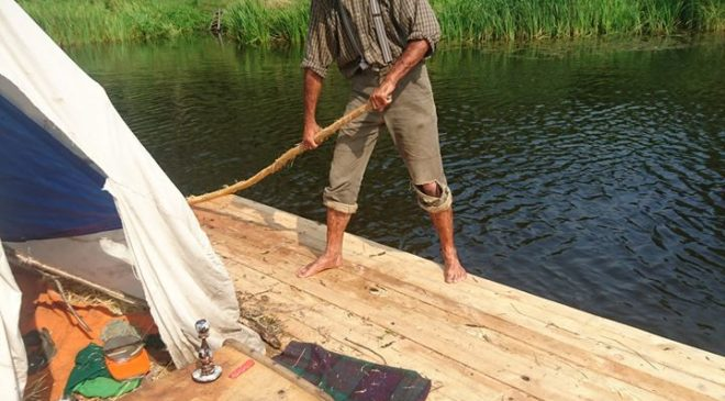 Олексій в ролі раба-втікача Джима із «Пригод Гекльберрі Фінна»