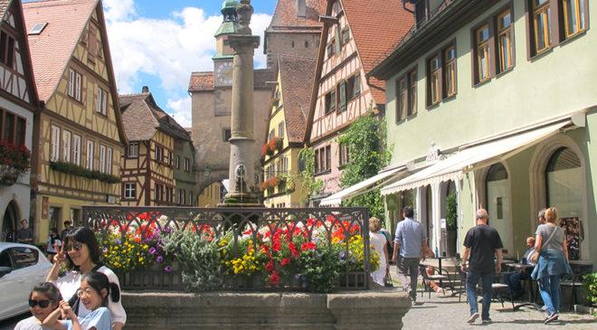 Туристи з різних країн світу давно облюбували Ротенбург