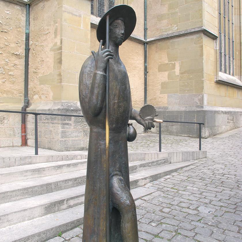 Скульптура св. Якова перед собором