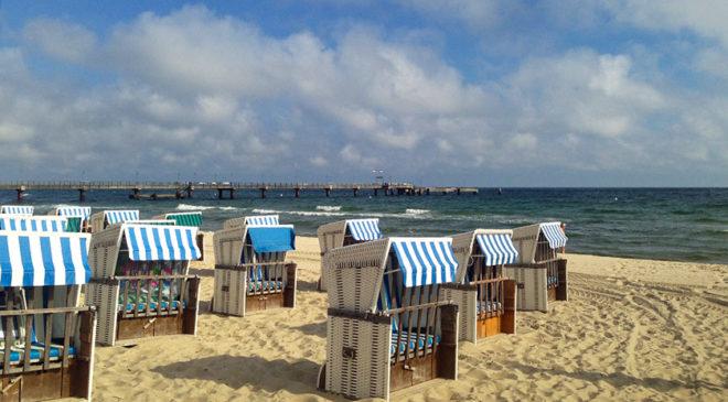 Штрандкорби на березі Балтійського моря