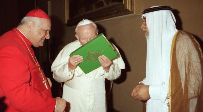 Папа Римський цілує Коран