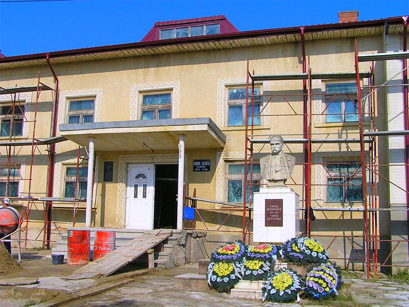 Культурний дім імені Назарія Яремчука у Негостині