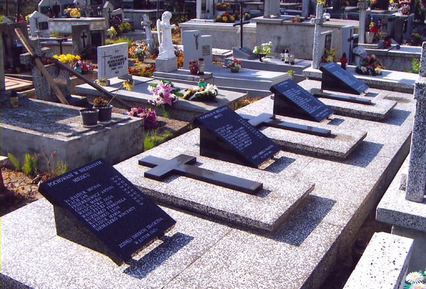 Колективні могили убитих українців