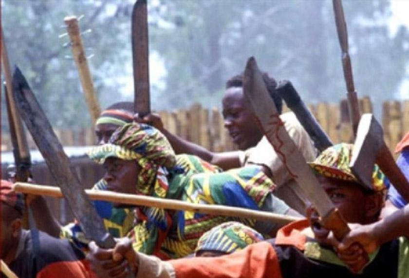 Громадяни хуту, озброївшись мачете, йшли від села до села