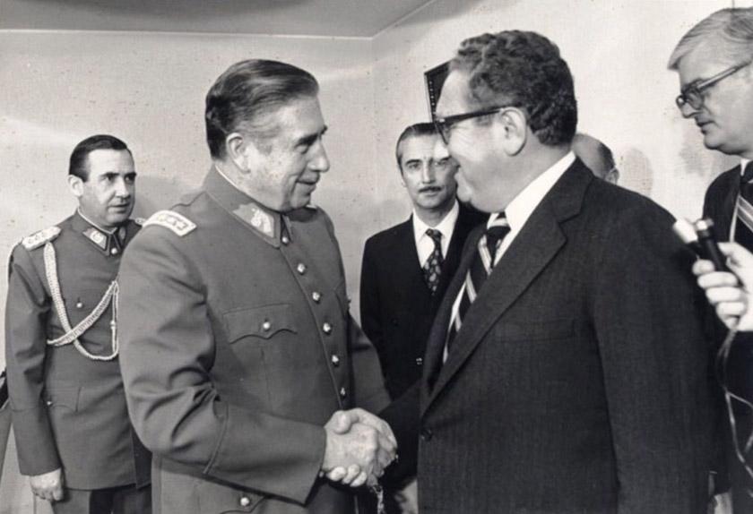 Августо Піночет під час зустрічі з Держсекретарем США Генрі Кіссінджером