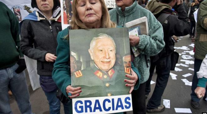 Вдячні чилійці після смерті Августо Піночета