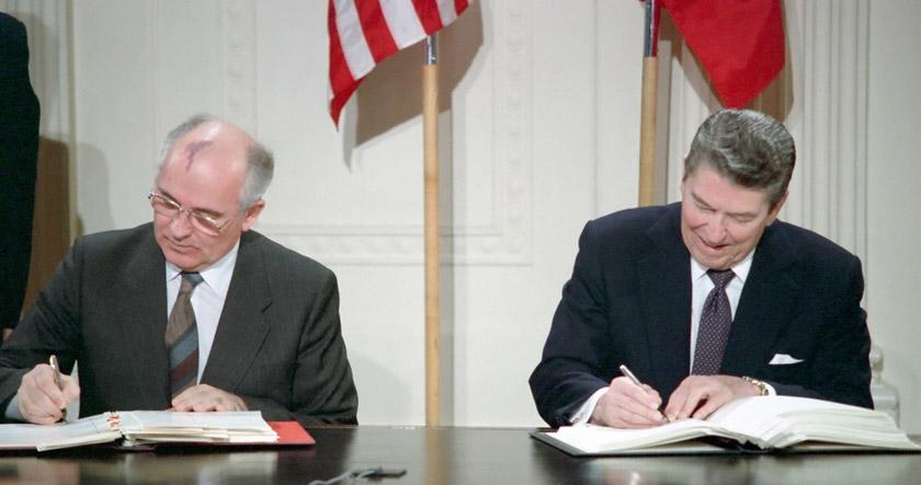 Рональд Рейган та Михайло Горбачов