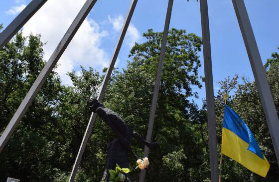 Пам'ятник жертвам совєтського терору в урочищі Саліна