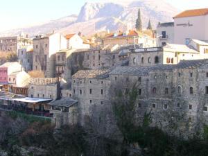 bosnia-mostar-castle